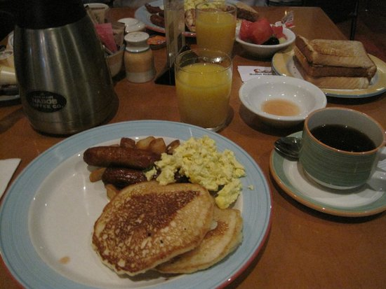Holiday Inn Niagara Falls - By The Falls: Frukost