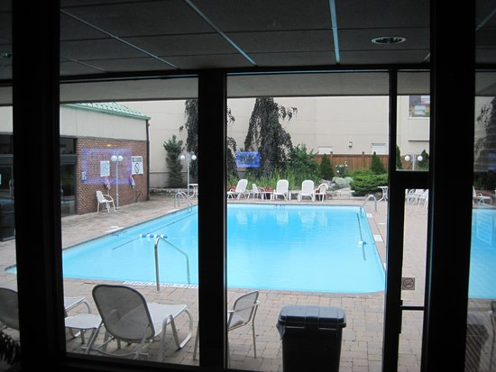Holiday Inn Niagara Falls - By The Falls: Utomhuspool