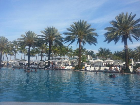 Fontainebleau Miami Beach : Piscina