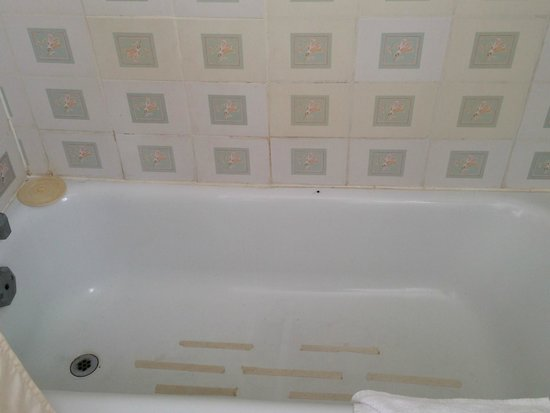 Advantage Inn: baignoire
