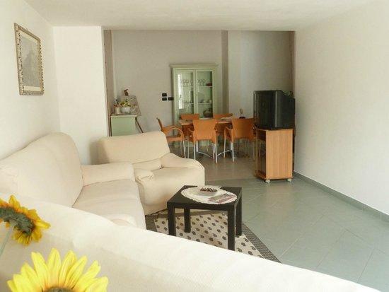 Ingresso soggiorno con salotto e Tv - Foto di Le Sorbole, Matera ...
