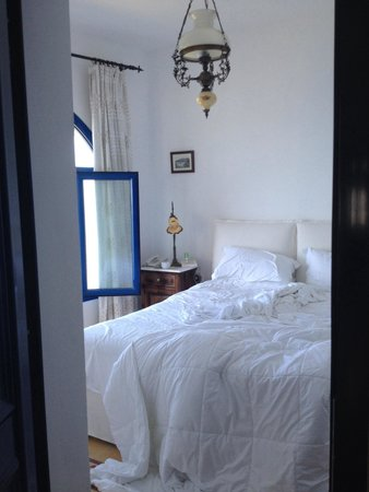 Agali Houses: Lovely bright bedroom! Sad the whole apartment isn't like this. Mainly sat in here rather than t