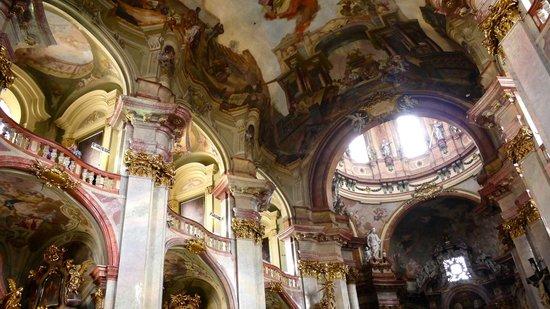 Iglesia de San Nicolás (Chram svateho Mikulase): Church