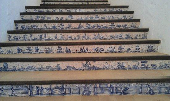 Plaza de Toros: Керамика всюду... ступеньки