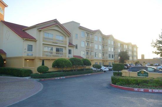 La Quinta Inn & Suites Fort Worth North: edificio esterno