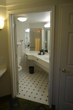 La Quinta Inn & Suites Fort Worth North: bagno stanza 3 piano