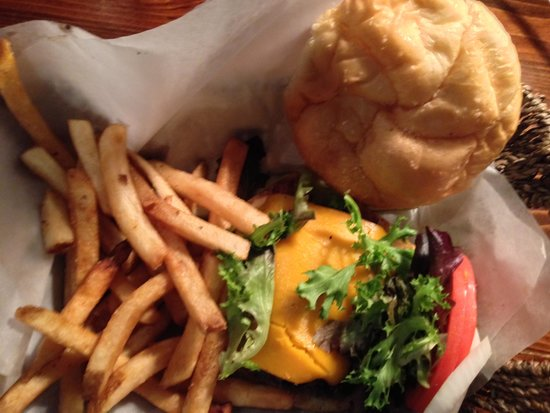 The Pub n Grub : Bacon Cheese Burger at the PUB and GRUB