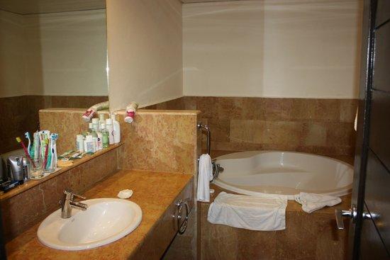 Catalonia Bavaro Beach, Casino & Golf Resort: Ванна.Все чистое и аккуратное.
