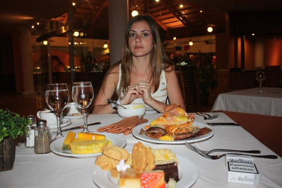 Catalonia Bavaro Beach, Casino & Golf Resort : Голодными не были))