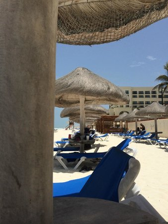 CasaMagna Marriott Cancun Resort: 1st come, 1st serve beach huts!