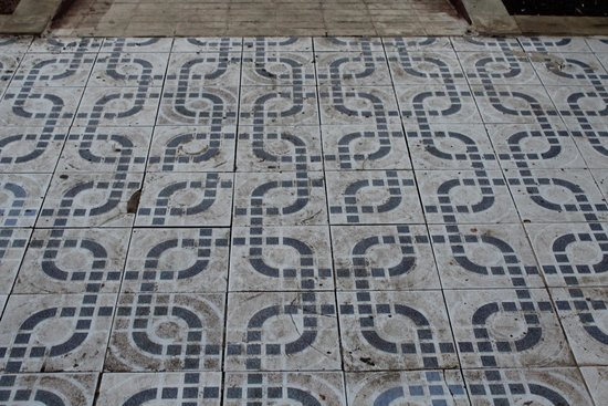 Annapurna Hotel Tenerife: The Tiles around the pool area