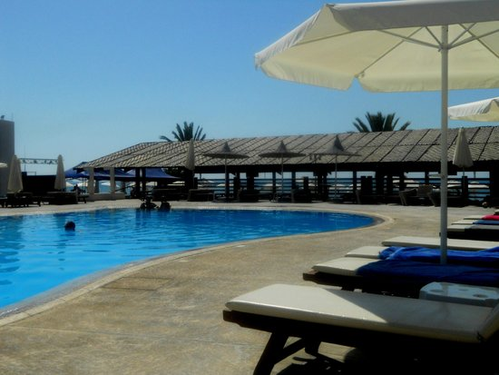 Princess Beach Hotel : Бассейн утром.