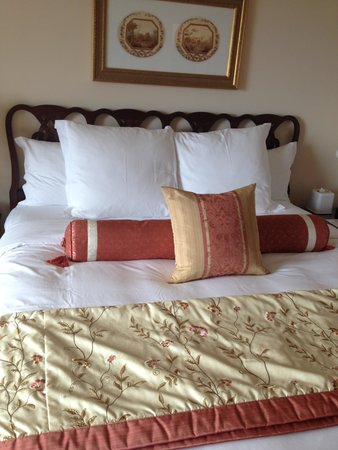 The Ritz-Carlton, Osaka: ベッドは少し小さく感じました