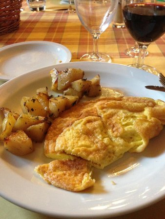 Fattoria Poggio Alloro: Omelette and potatoes