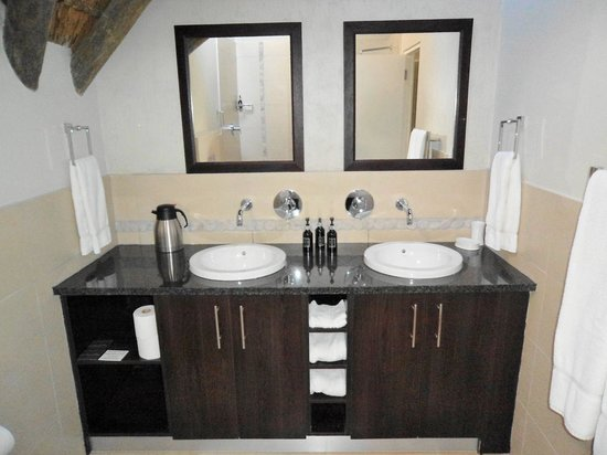 St Francis Golf Lodge : Double vanity