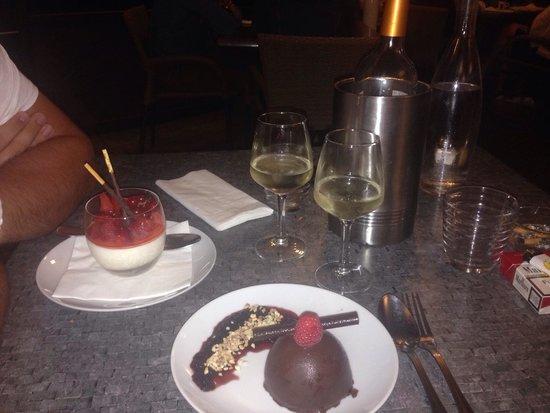 La Petite Gironde : Fromage frais avec ses fruits rouges Croquant au chocolat façon forêt noire.... UNE TUERIE!!!!!!