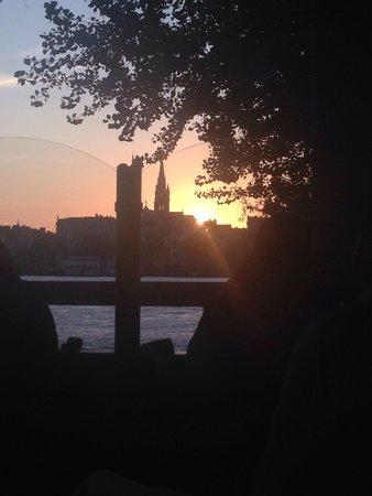 La Petite Gironde : La vue du coucher du soleil sur la terrasse