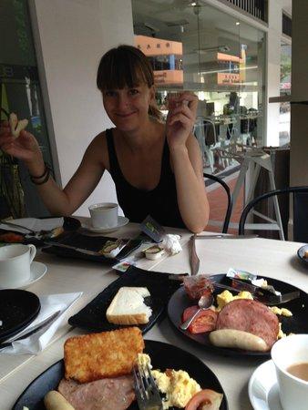J8 Hotel : Breakfast