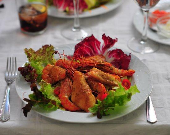 Asador Tierra Aranda : Chicken and prawns salad.