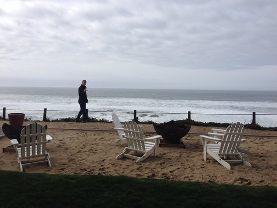 The Coho Oceanfront Lodge: Outdoor Firepit Area