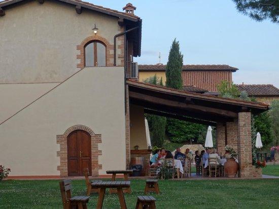 Tenuta Mormoraia: Dining al fresco...