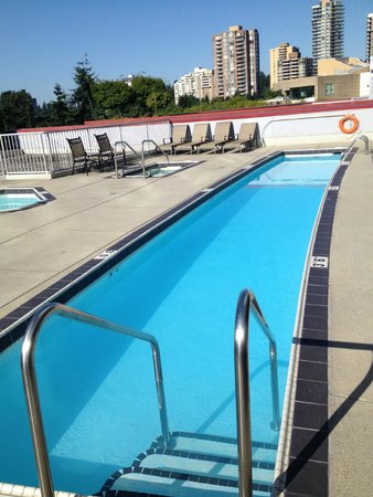 Hilton Vancouver Metrotown: pool was essentially a single lap lane