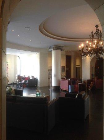 NH Siena: Отель NH Exelsior. Холл.