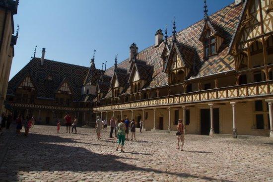Musée de l'Hôtel-Dieu : De binnenplaats