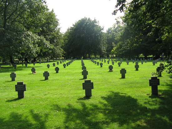 Brussels City Tours: German soldier cemetery.