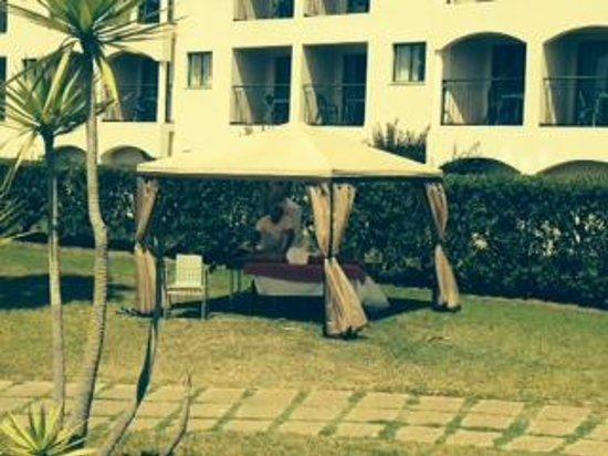 Yellow Alvor Garden: Massagens no jardim