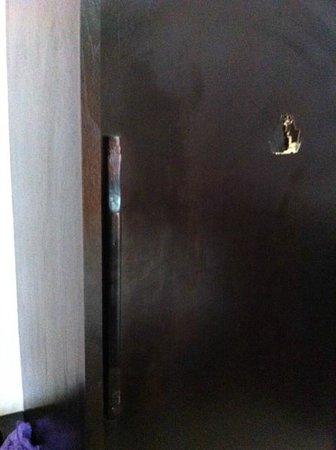 Koh Tao Regal Resort: Armoire de la chambre