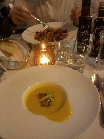 Cafe Romano: crema di melone con asparagi e tonno, linguine agli scampi