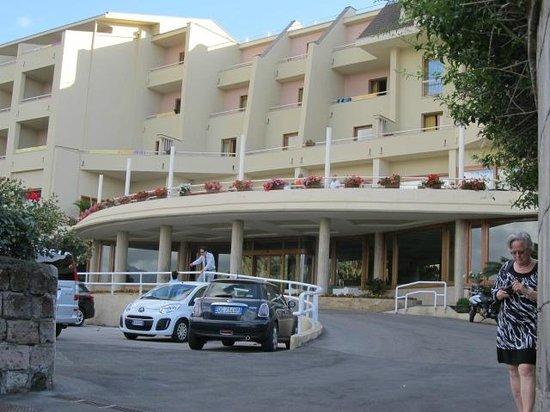 Grand Hotel Vesuvio : Front entrance
