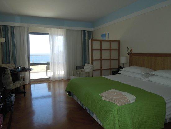 Pestana Promenade Ocean Resort Hotel : Aussicht zum Balkon und Meer