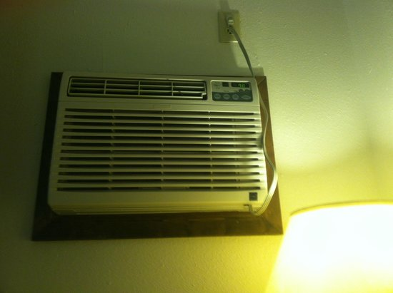 Best Western Rambler : OLD Airconditioner right above you head. So pleasant.