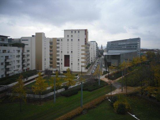 Sejours & Affaires Marie Curie: Вид из окна