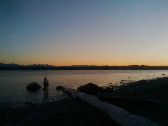Tsa-Kwa-Luten Lodge: Sunset, so peaceful
