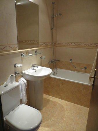 Hotel Lion: Ванная