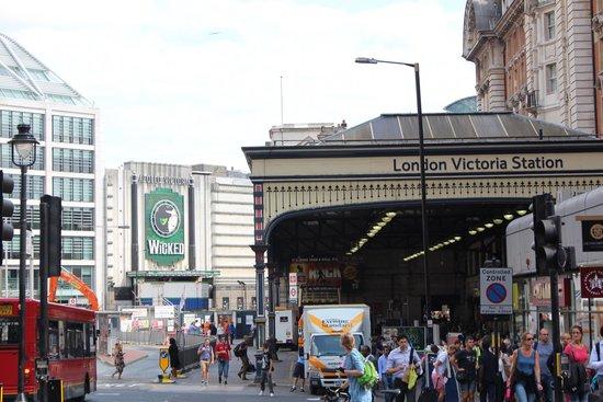 Wicked the Musical: L'entrée est juste à coté de la gare victoria