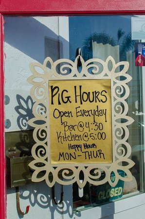 Flying Pig Pub & Kitchen: Hours