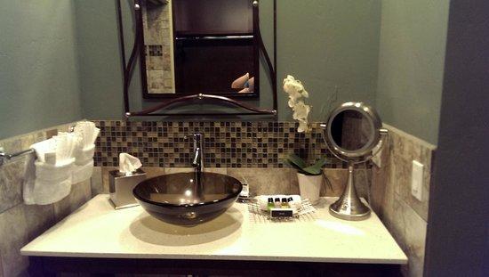 The Tavern Hotel: Lovely Bathroom