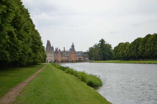 Château de Maintenon : View of the Chateau from the Aqueducts