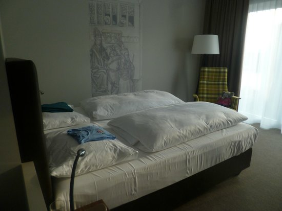 47°: bedroom