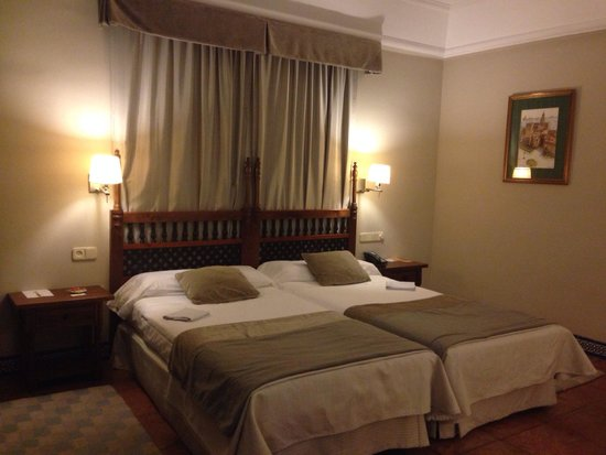 Parador de Carmona: Our room at night