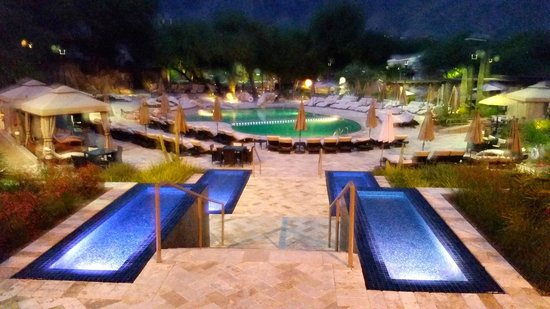 Westin La Paloma Resort and Spa: Entrance to the pool area from the main lobby area.