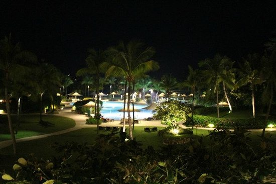 Shangri-La's Mactan Resort & Spa: Evening walks