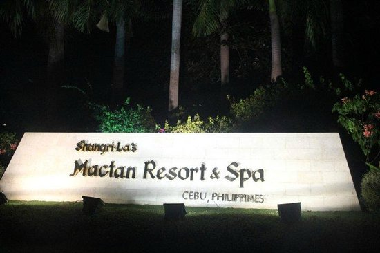 Shangri-La's Mactan Resort & Spa: Resort Entrance