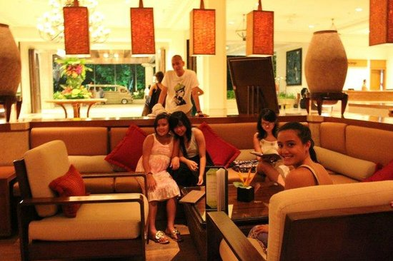 Shangri-La's Mactan Resort & Spa: Hotel lounge