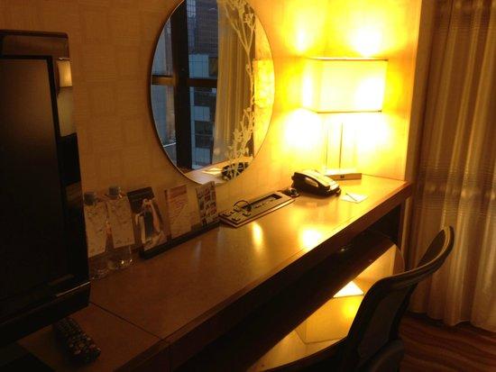 Renaissance New York Times Square Hotel: Desk/Work area