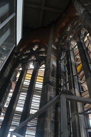 Mahnmal St. Nikolai: O interior da torre da Igreja de St. Nikolai -  Hamburgo